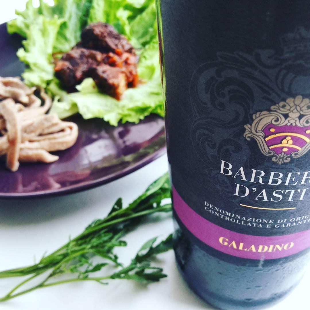 Тальятелле, рагу и вино