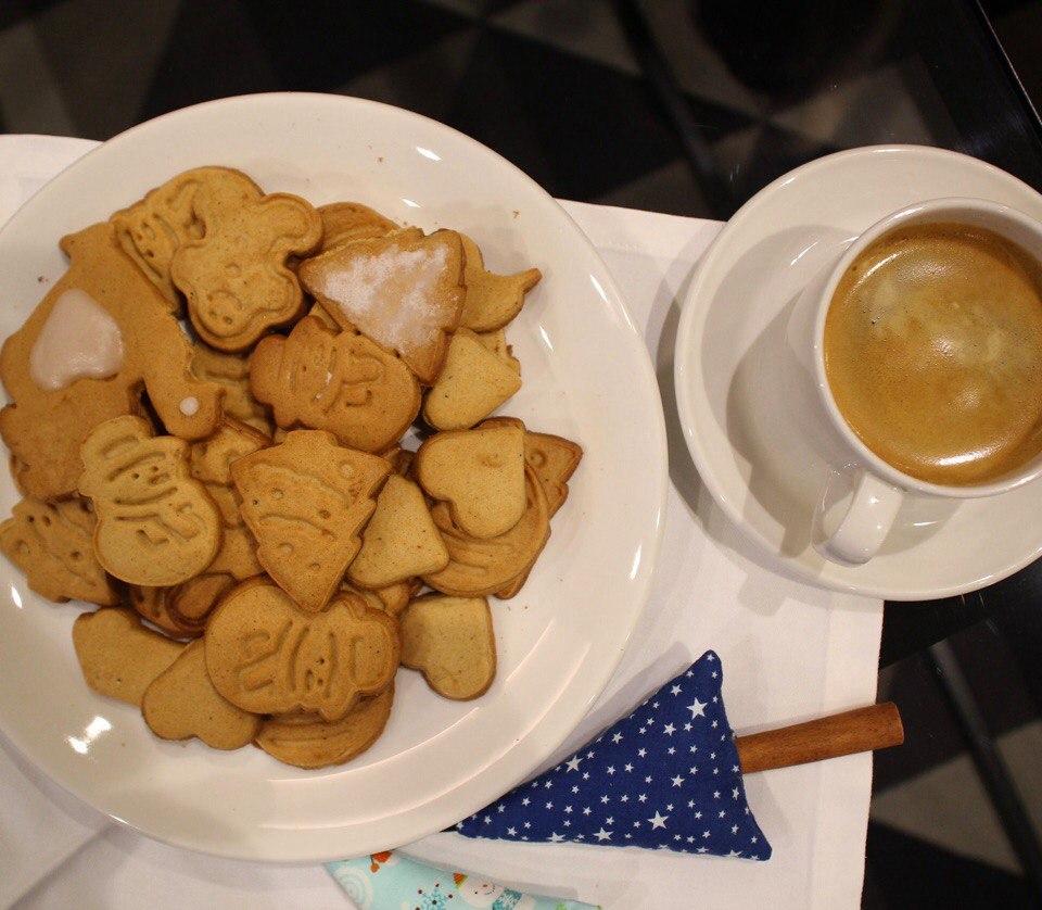 Имбирные пряники и кофе