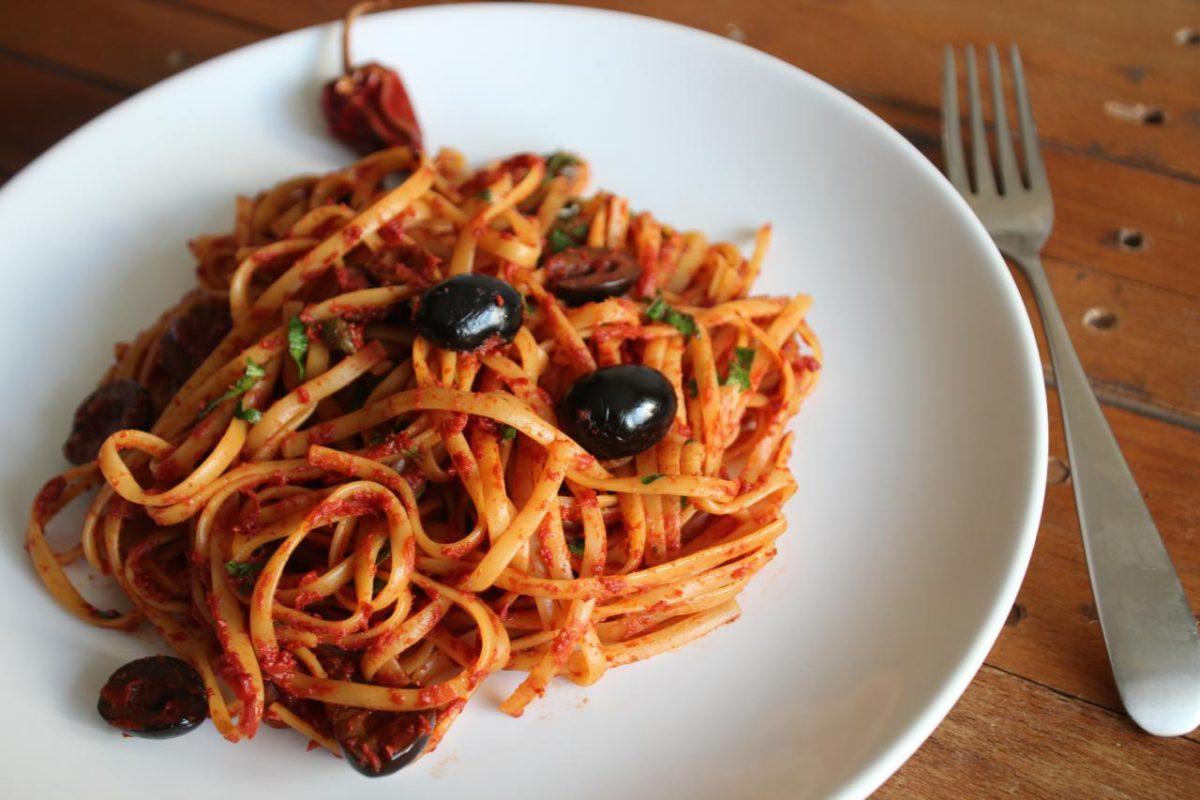 Спагетти алла путанеска — Итальянская кухня