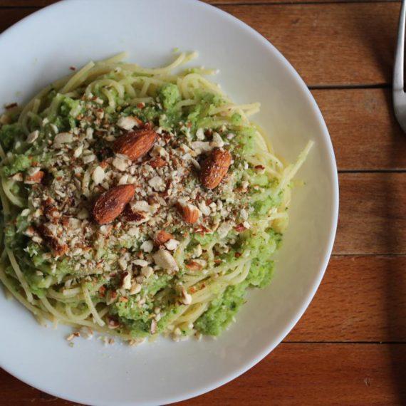 Спагетти с брокколи и миндалем — Итальянская кухня