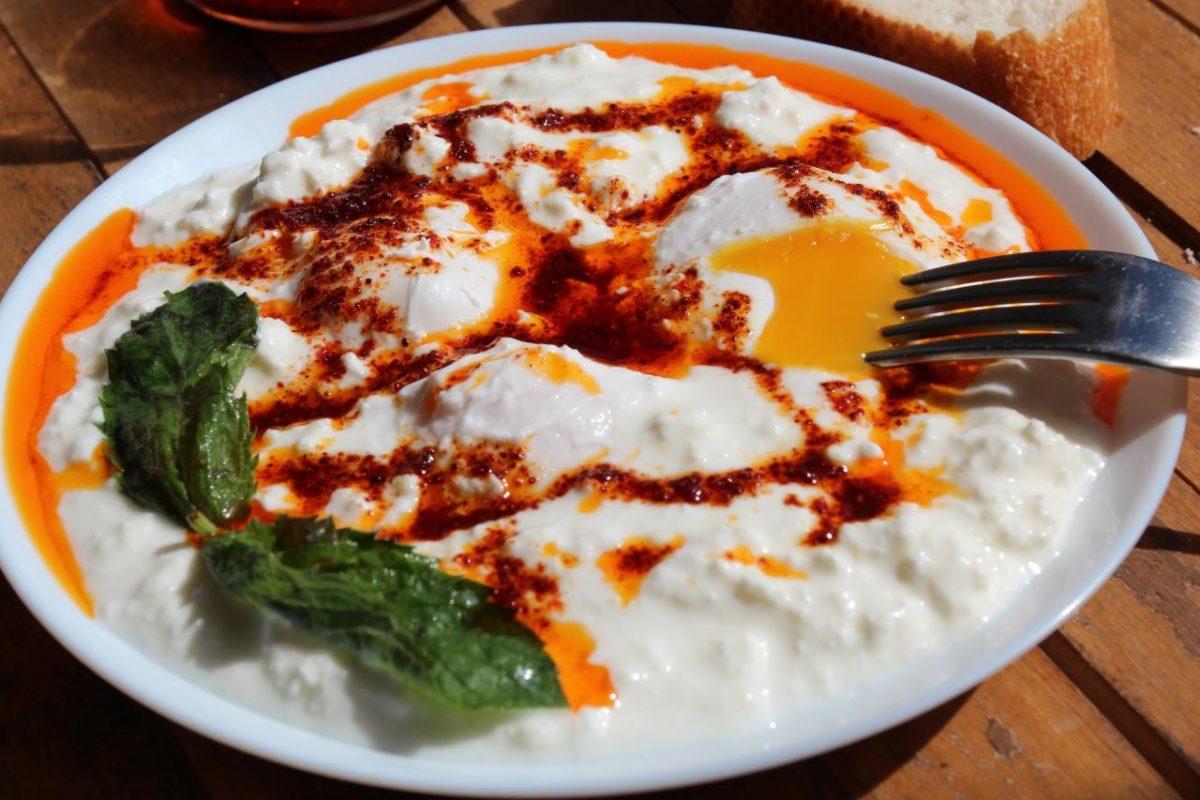 Яйца по-панагюрски — Болгарская кухня