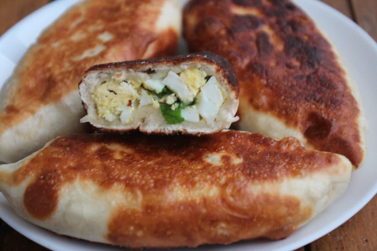 Пирожки с луком и яйцами — Русская кухня