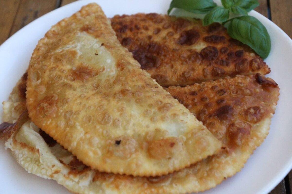 Чебуреки — Крымскотатарская кухня